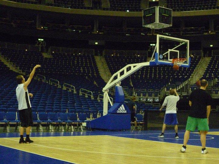 Freibeuter beim Basketball in der O2 World Friedrichshain